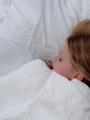 The Flax Sack Organic Linen Bedding Set - Simply White - Toddler